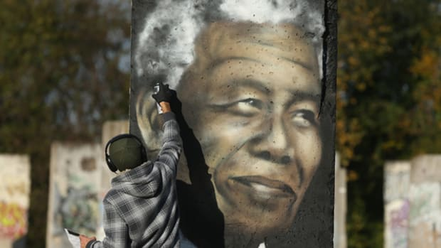 Nelson Mandela Dies and the Whole World Weeps
