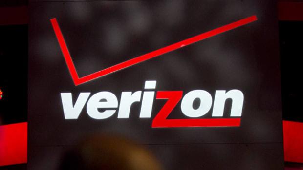 Verizon Rises on Fourth-Quarter Earnings Beat