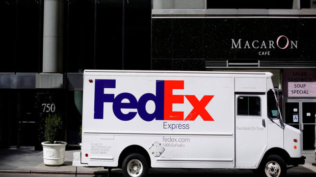 Trending Now: FedEx Cuts Forecast as Customers Opt for Cheaper Shipping