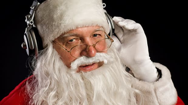 5 Reasons to Just Surrender to Holiday Radio Now