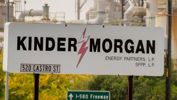 Kinder Morgan Stock Falls, Canada Endangers Pipeline Expansion
