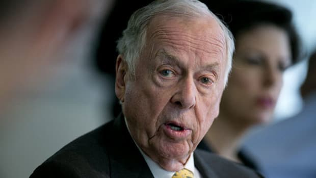 T. Boone Pickens, Famed Corporate Raider, Takes 'Texas-Sized' Fall