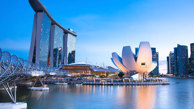 2 Reasons You Should Consider Investing in Singapore's Stock Market