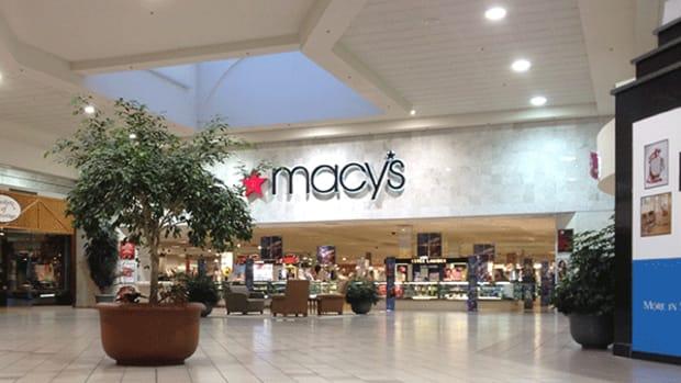 Macy's Stock Is Now Crashing