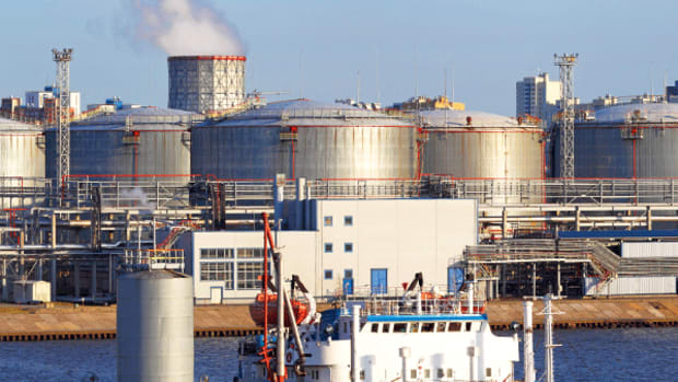 Here Is Why to Stay Away From Shares of Coastal Oil Refiners Now