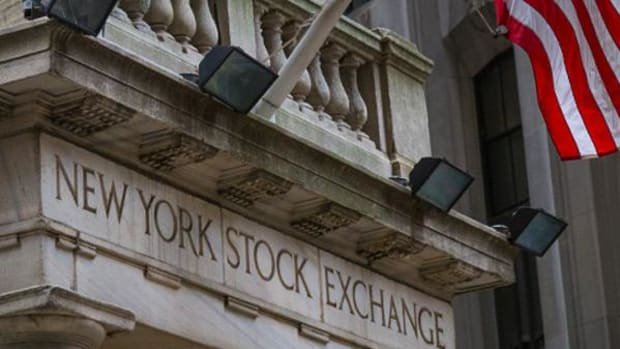 Stocks Struggle for Direction as Economic Improvements May Push Fed Moves