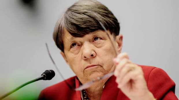 Mary Jo White Announces SEC Exit as Speculation Swirls Around Potential Successor