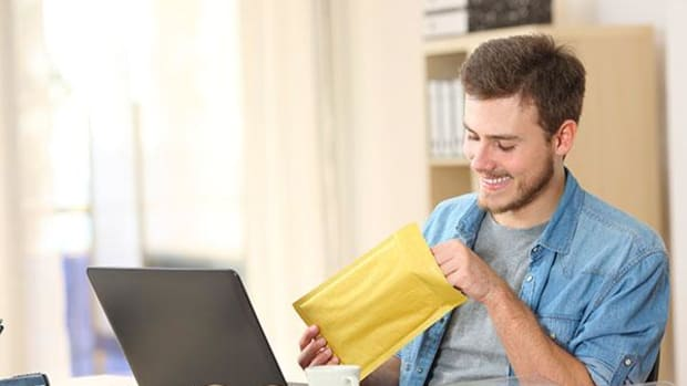 Royal Mail Shares Plummet as Letter Volumes Hit 9-Month Revenue