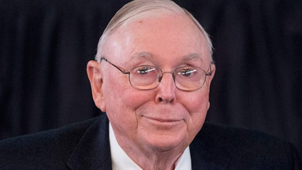 Billionaire Charlie Munger Bets Big on This Dividend Growth Stock