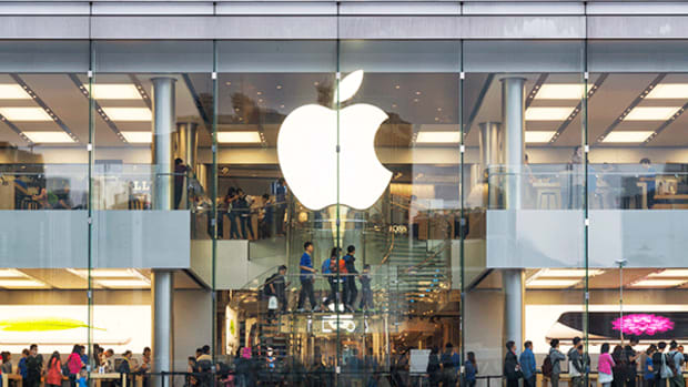 Apple (AAPL) Q4 Earnings Due Out Tomorrow, What Analysts Are Expecting
