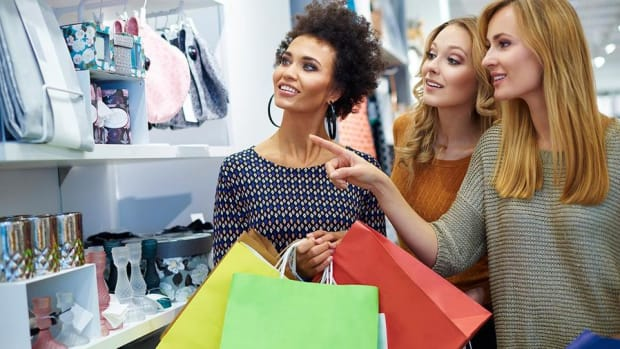 Jim Cramer's Retail Round Up: Ross Stores Wins, Gap Was Disappointing