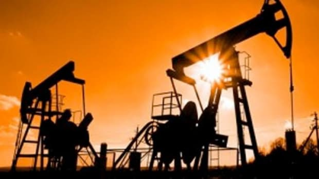 Closing Bell: Active Oil Rigs Climb Again; Dow Clinches Weekly Gain in Down Day