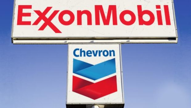 Chevron, Exxon Mobil Lag Crude Oil as Energy Momentum Slows