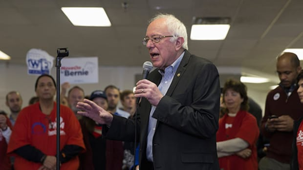 Bernie Sanders Uses Spirited Talk on the Economy to Grab Michigan Upset