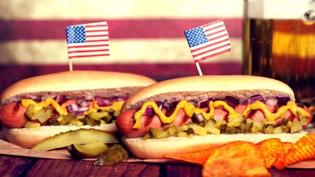 Memorial Day Entertaining on a Budget: Here's How to Feed a Crowd for $50