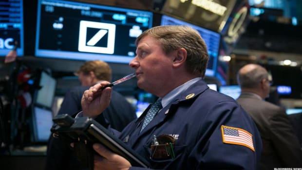 U.S. Stocks Open Lower, Earnings and Fed in the Spotlight