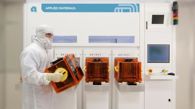 Applied Materials Shares Climb on Bright Earnings Forecasts