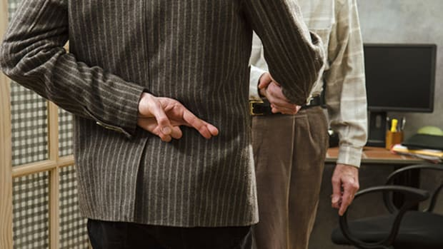 Here's How Annuity Sales Agents Try to Trick You Into Buying the Wrong Product