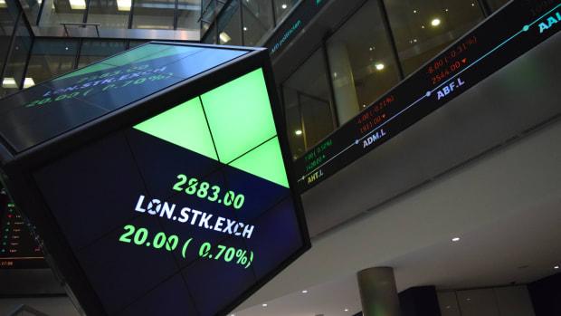 European Stocks Fall on Banking Weakness as Political Risk Returns