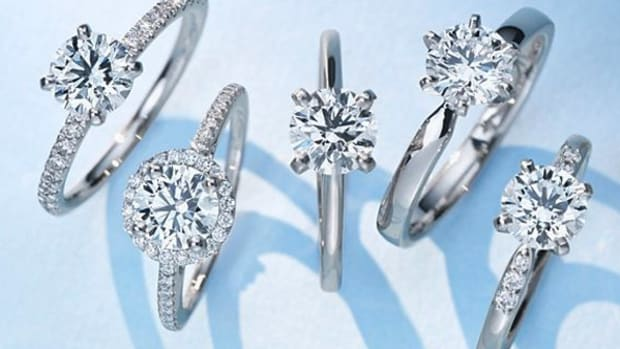 Blue Nile's Holiday Blemished by Volatile Stock Markets, Lower Diamond Prices