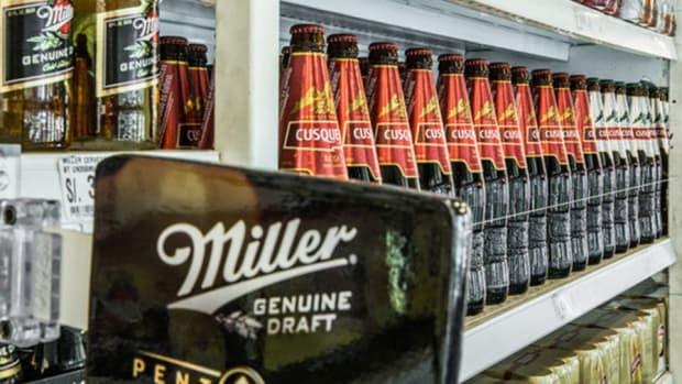 Closing Bell: SABMiller Backs InBev Bid; S&P 500 Near Records