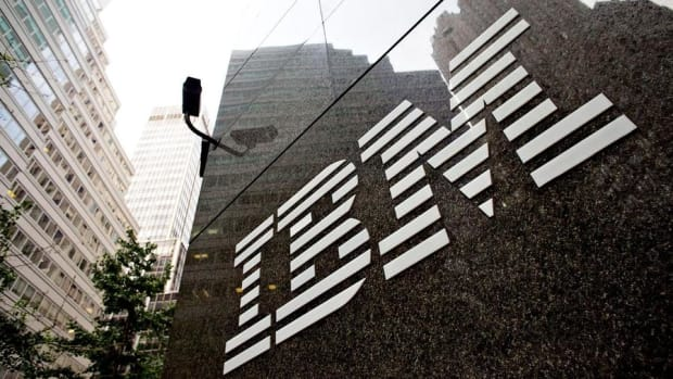 IBM Shares Fall Despite Topping Analyst Estimates