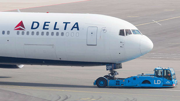 Delta Expects Improvement After Mediocre Earnings, but There's a Better Airline for Investors