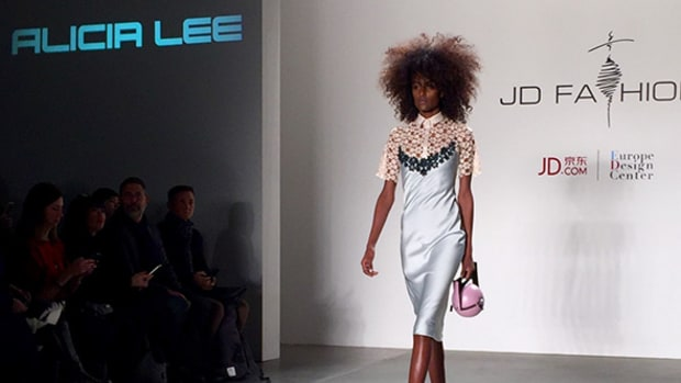 Alibaba Rival JD.com Hosts Fashion Show to Attract More U.S. Brands