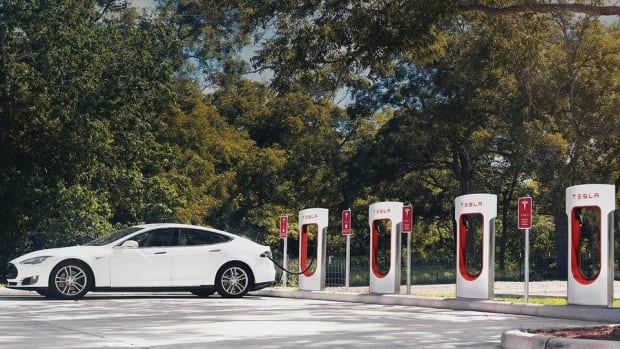 Tesla Tells Model S Owners to Stop Hogging Superchargers