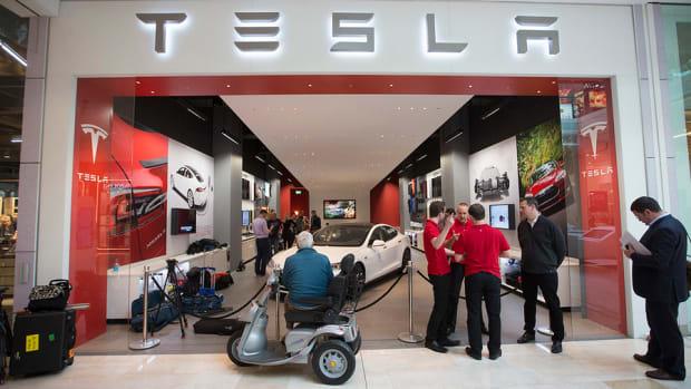 Tesla Motors Boosts Range, Power and Price of Entry-Level Model S