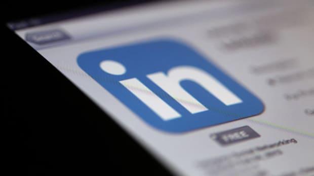 5 Rocket Stocks to Buy This Week: Schwab, LinkedIn and More