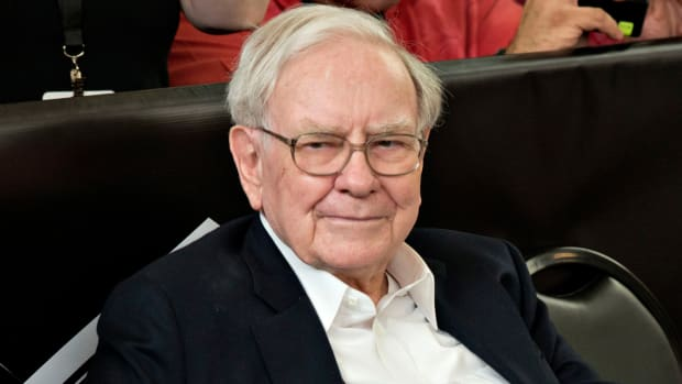 Lunch With Buffett Nears $1.6M; E*Trade, Schwab Get Goldman Sachs Boost: Finance Winners & Losers