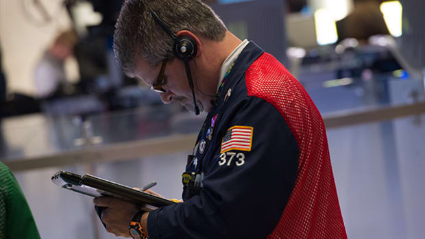 Stock Futures Lower as Trump Commands Wall Street Focus Again