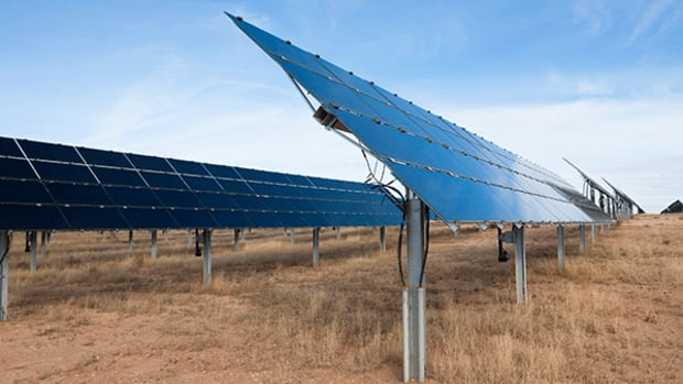 First Solar Shares Jump on Earnings News and Analysis