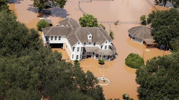 5 Top Twitter Accounts to Follow Hurricane Irma Destruction