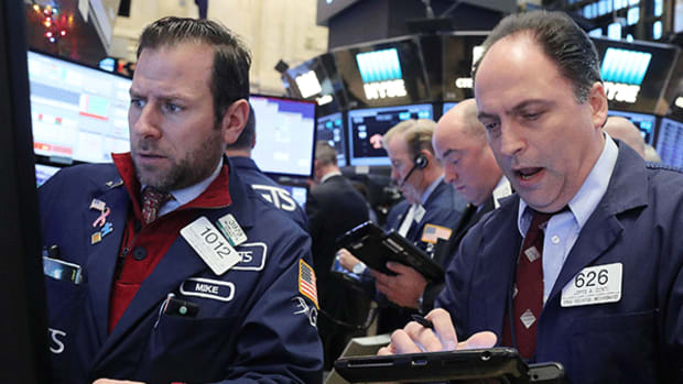 Wall Street's Decline Puts Record-Making Streak in Jeopardy