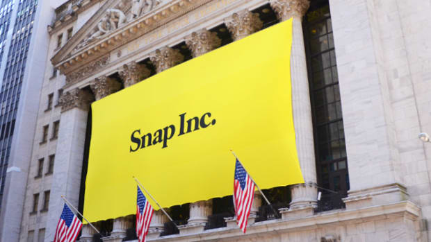 Jim Cramer: NBCUniversal's $500 Million Snap Investment Is a 'Wake-Up Call' for Those Who Are Short