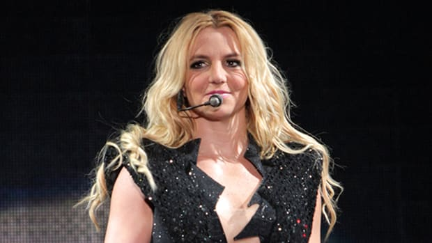 Look At Britney Spears Ripped New Boyfriend Wearing This Bizarre New Under Armour Shirt