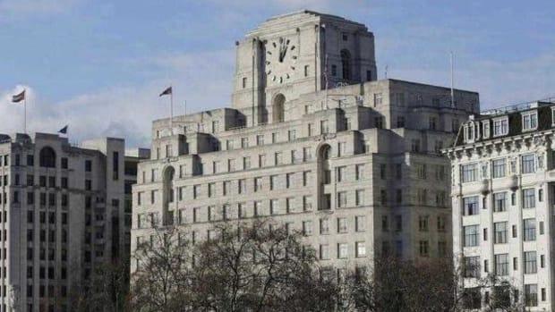 Pearson Sells Penguin Random House Stake to Bertelsmann; Will Return £300 Million to Shareholders