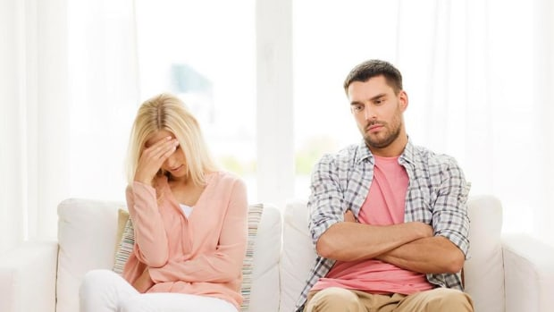 How to See the Warning Signs of a Costly January Divorce