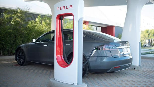 Closing Bell: Tesla Enters Bear Market; Dow Falls More than 100 Points on Geopolitical Worries