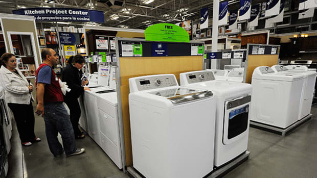 Lowe's Looks Poised for Summer Highs