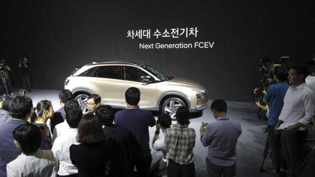 Hyundai Has a New Fuel Cell SUV With a 360 Mile Travel Range: Pics
