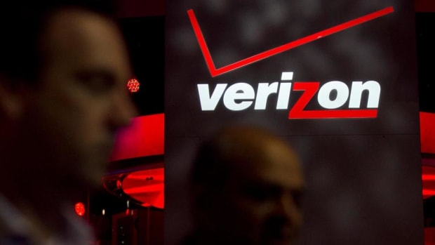 Midday Report: Verizon Revises Deal With Yahoo!; U.S. Stocks at Records