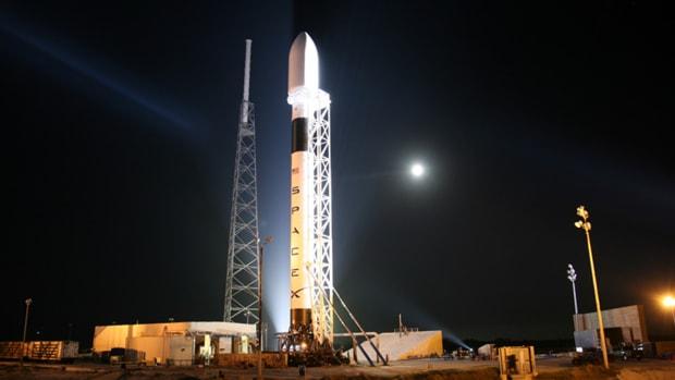Elon Musk's Falcon Heavy Rocket Ready to Launch in January 2018