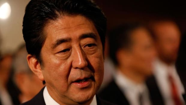 Japan's Abe Wins, Boeing to Seal Plane Deal: Monday's Top Stories