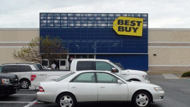 Midday Report: Best Buy Lags S&P 500 Even After Earnings Beat; Wall Street Wavers