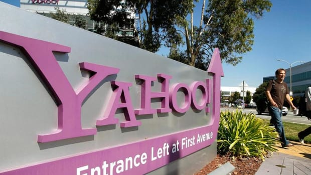 Charts Show the Bottom Could Drop Out of Yahoo!'s Stock Soon