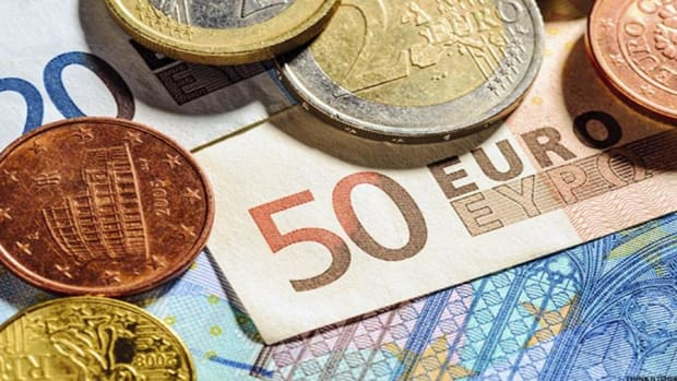 Investors Shrug Off a Rapidly Rising Euro