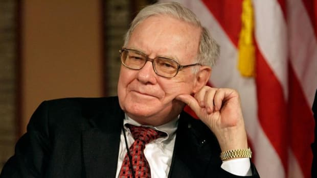 Warren Buffett Thinks Apple Is a Consumer Products Story, Jim Cramer Says